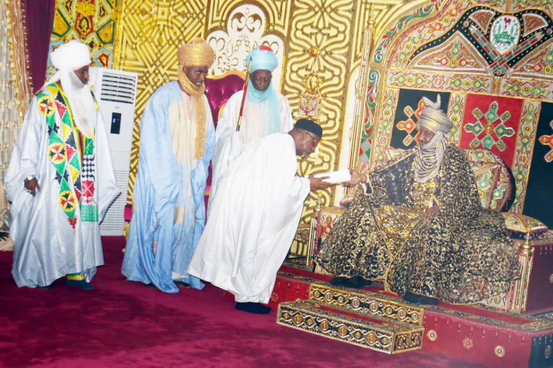 MAN President presents a gift to the Emir of Kano, Mallam Muhammadu Sanusi during a courtesy visit